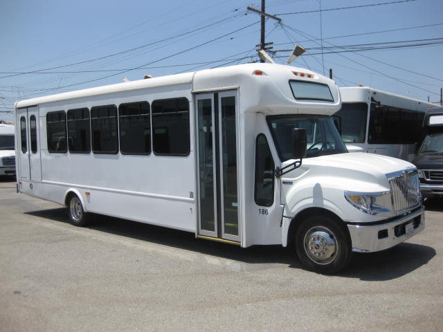 International UC 30 passenger charter shuttle coach bus for sale - Diesel