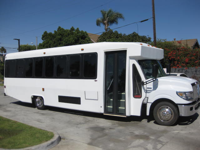 International UC 28 passenger charter shuttle coach bus for sale - Diesel