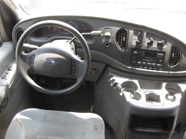 2005 Ford Econoline Van P/T