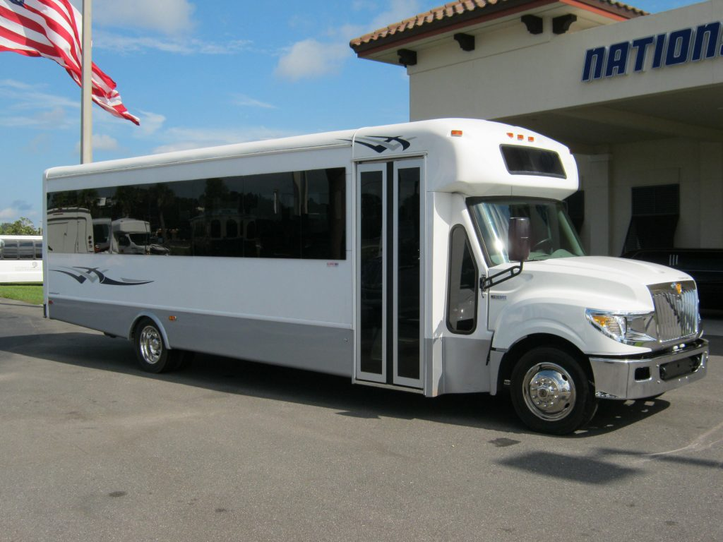 International UC 32 passenger charter shuttle coach bus for sale - Diesel