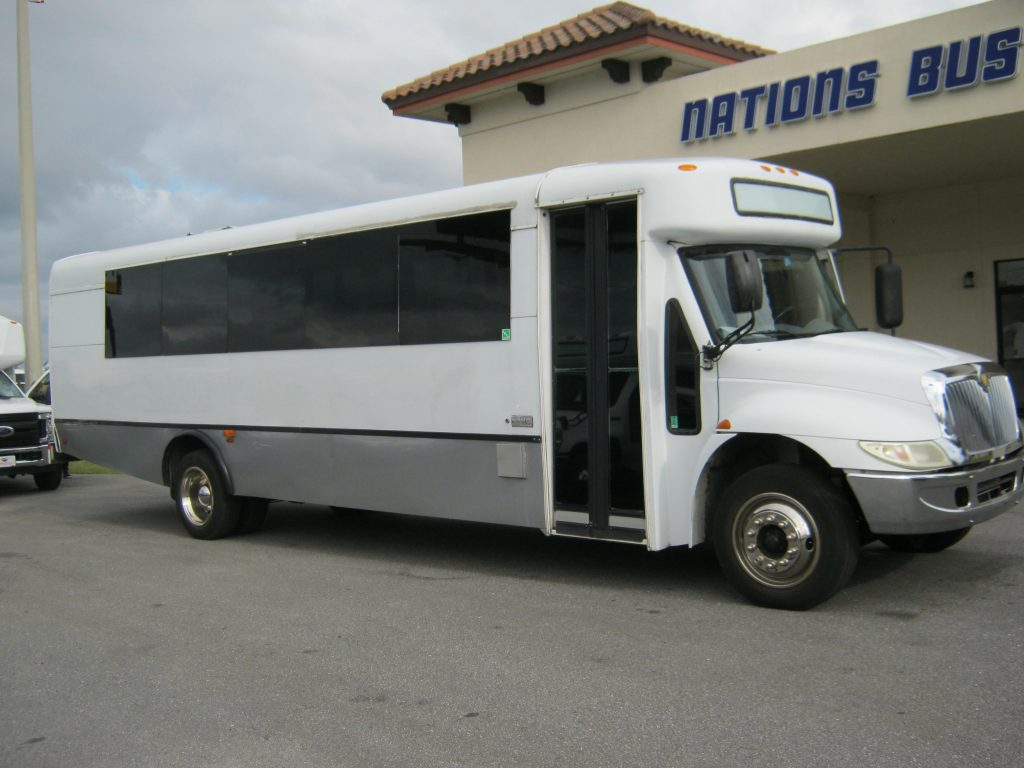 International HC 33 passenger charter shuttle coach bus for sale - Diesel