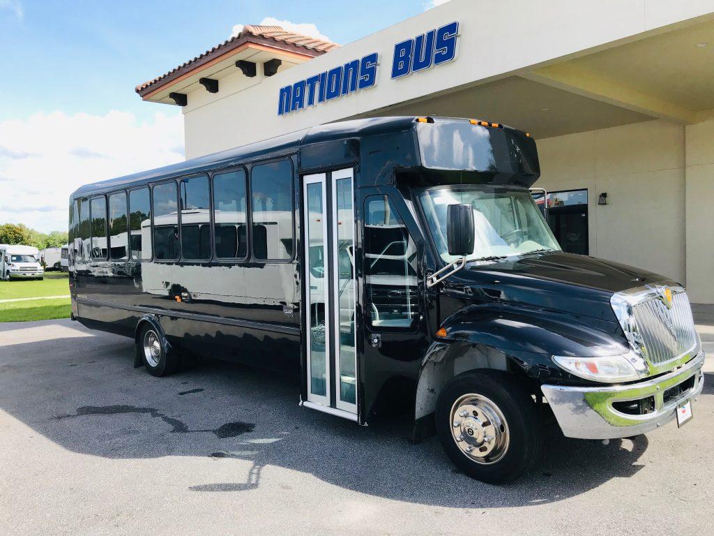 International UC 29 passenger charter shuttle coach bus for sale - Diesel