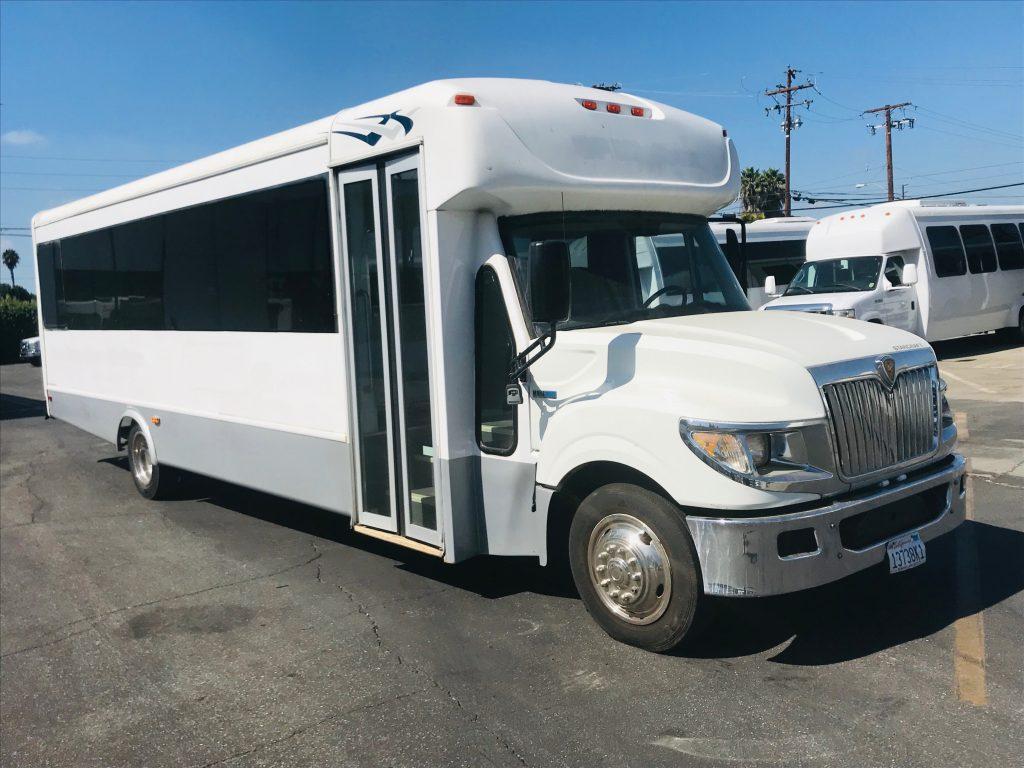 International UC 32 passenger charter shuttle coach bus for sale - Diesel